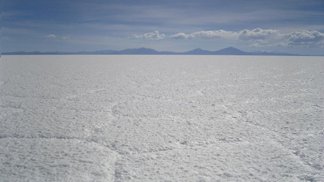 Salar de Uyuni, BoliviaFormed out of several dried up lake beds, the world's largest salt flat is 4,086 sq mi (10,582 sq km).