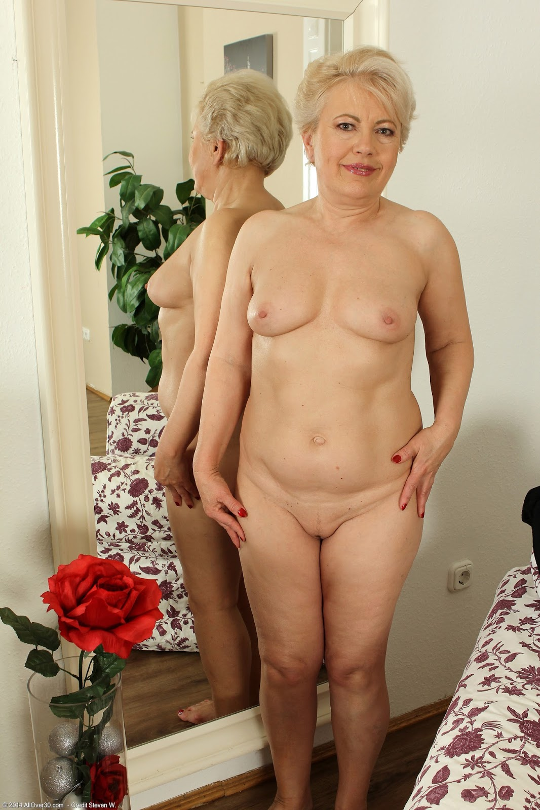 Older women nude free are