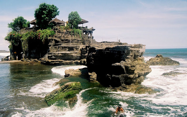 Objek Wisata Pura Tanah Lot, Tabanan Bali