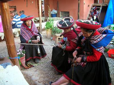 Hilanderas, Chinchero, Perú, La vuelta al mundo de Asun y Ricardo, round the world, mundoporlibre.com