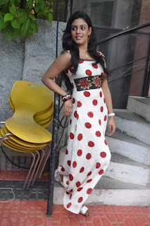Iniya At Mouna Guru Press Meet %2810%29.jpg