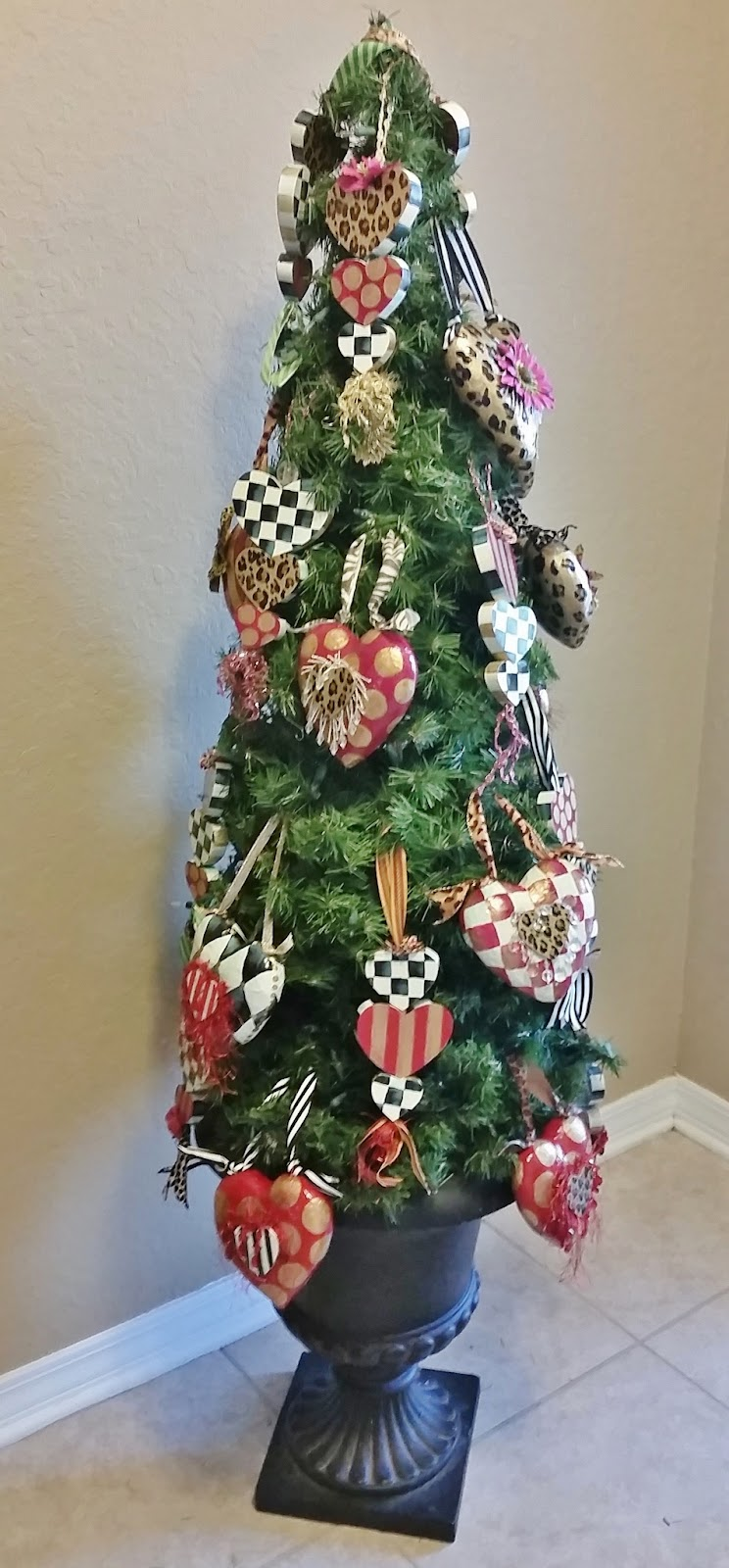 Valentine topiary tree with hand painted heart ornaments