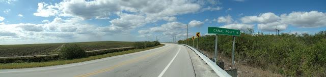 Conners Highway tras cruzar la US 441/US 98/ SR 80 hacia el norte y su arcén, ideal para el cicloturismo