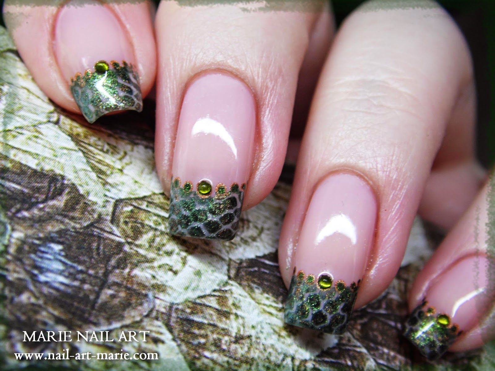 nail art effet peau de serpent7