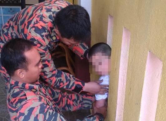 Bomba Selamatkan Budak yang Tersepit Ketika Bermain