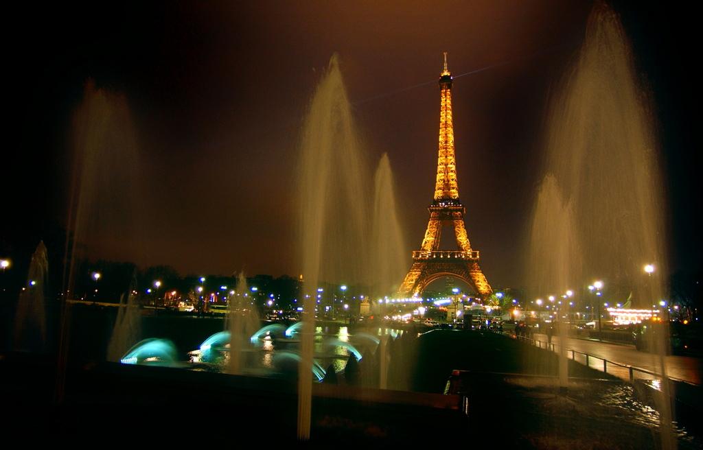 Excite wall paris tower romantic evening wallpaper for Romantic evening in paris