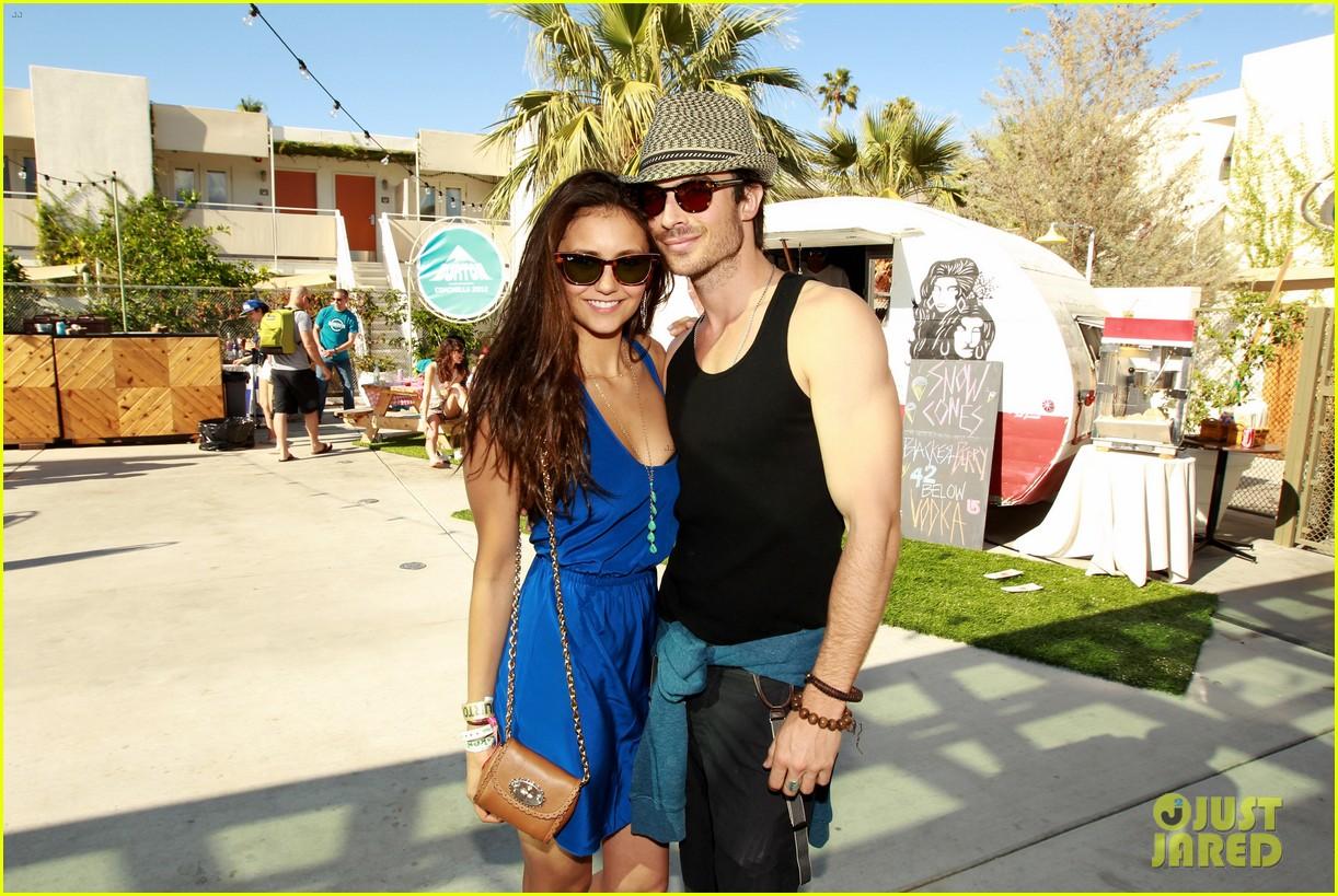 http://1.bp.blogspot.com/-Y-_ITVQtI88/UMtAonYufxI/AAAAAAAAOuM/x85J0cMJ7GE/s1600/ian-somerhalder-nina-dobrev-burton-pool-party-04.jpg