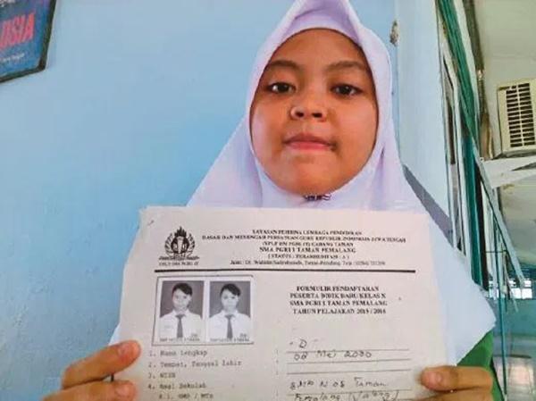 PELIK TAPI BENAR... Gadis Punyai Nama PALING Pendek Jadi Tarikan!