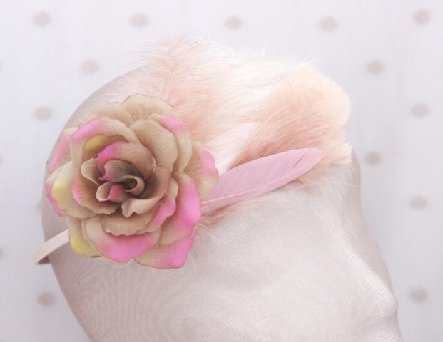 Colección La Playa - Tiara Rosa flor y pluma