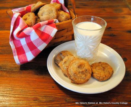 Salty Caramel Pecan Cookies