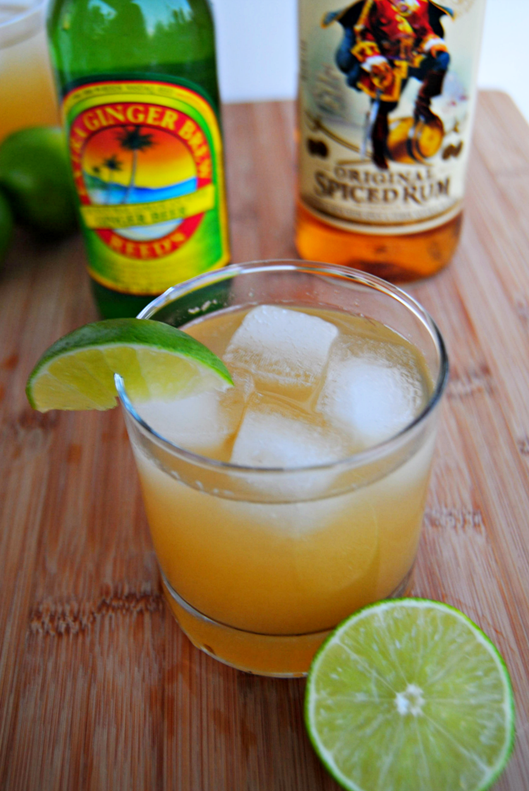 SteakNPotatoesKindaGurl: Ginger Pineapple Rum Punch