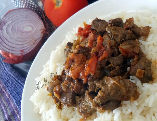 Riz à la viande et à la tomate