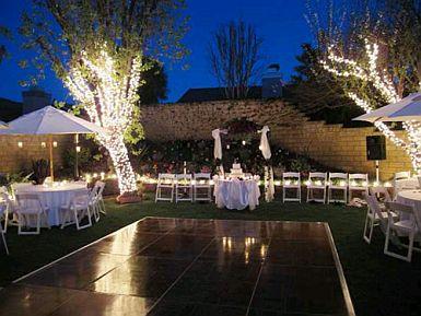 Otra muestra de lo bien que queda una boda al aire libre, incluso, durante  la noche.