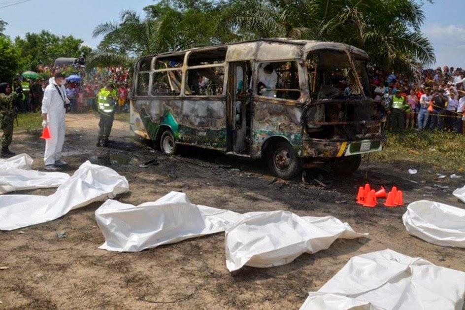 30 niños mueren quemados al incendiarse un autobús