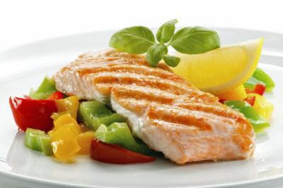 salmón com legumes, fonte de proteínas