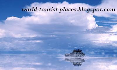 Salar de Uyuni is a visually captivating place