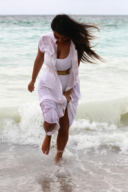 Foto Hot Kim Kardashian Bikini White