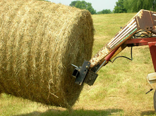 moving round bales 2