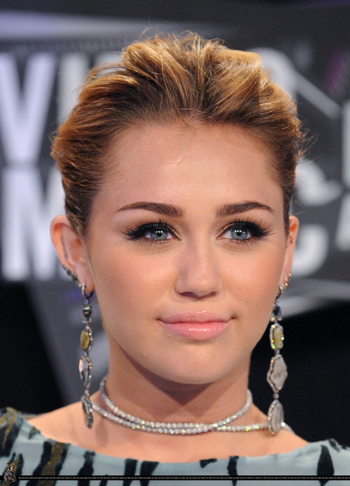 Miley Cyrus Eyes Posted by