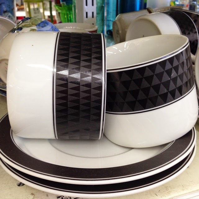 #thriftscorethursday Week 52 | Instagram user: thelearnerobserver shows off this Black and White Geometric Dinnerware Set