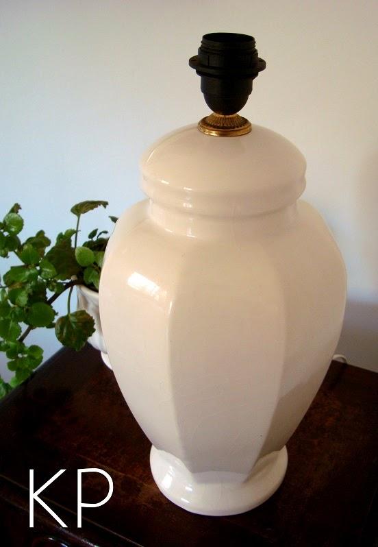 Comprar pie de lámpara de cerámica para iluminar salón o recibidor.