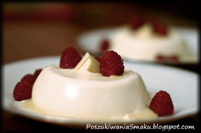 panna cotta z białą czekoladą i malinami