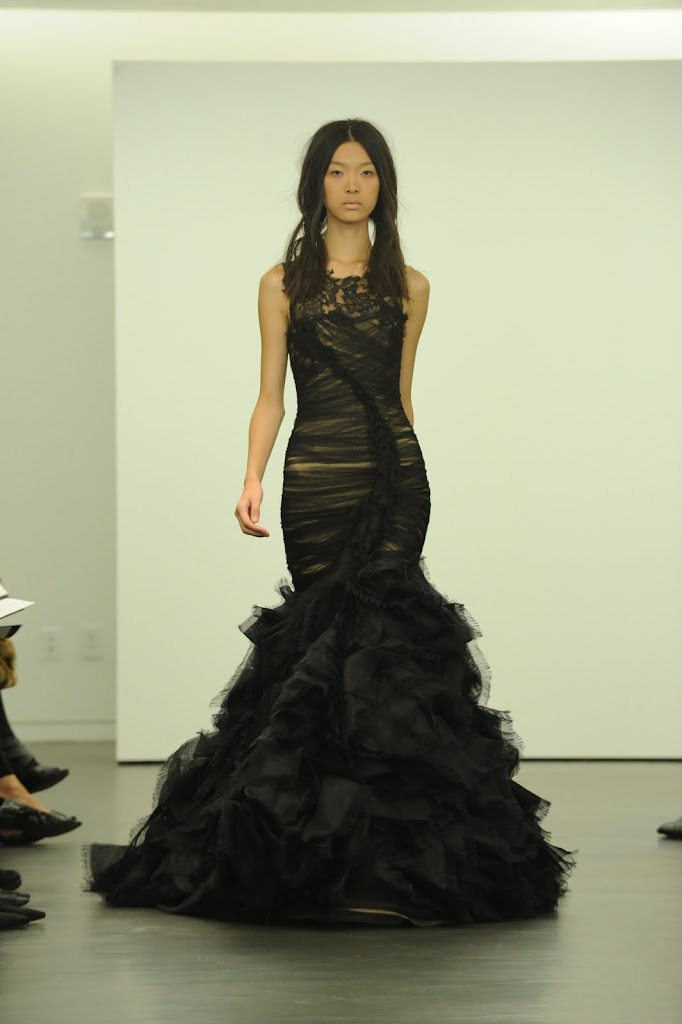 Vera_Wang_Black_Wedding_Dress_Trumpet