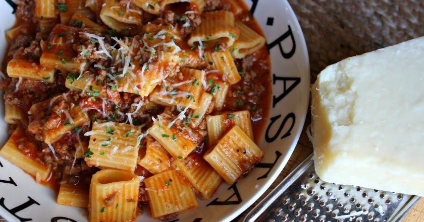 Comfy Cuisine: Weeknight Meat Sauce with Rigatoni (Pressure Cooker)