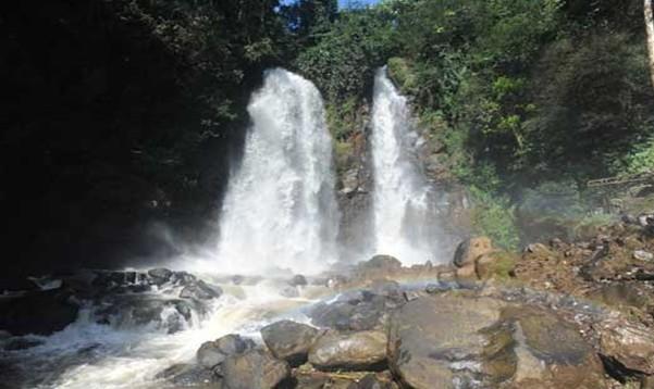 Curug Cinulang wisata Alam Bandung Timur