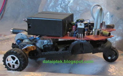 Rangkaian sensor Jarak Robot sederhana