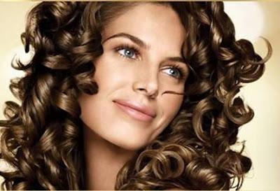 Nette Frisuren für lockiges Haar