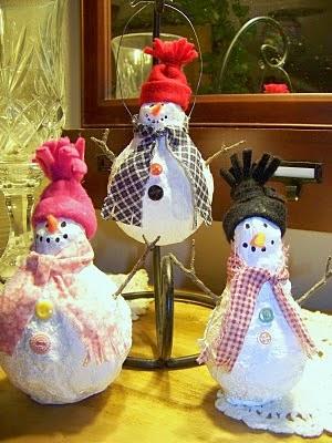 Muñecos de Nieve con Bombillas Recicladas, Decoración Ecologica para Navidad
