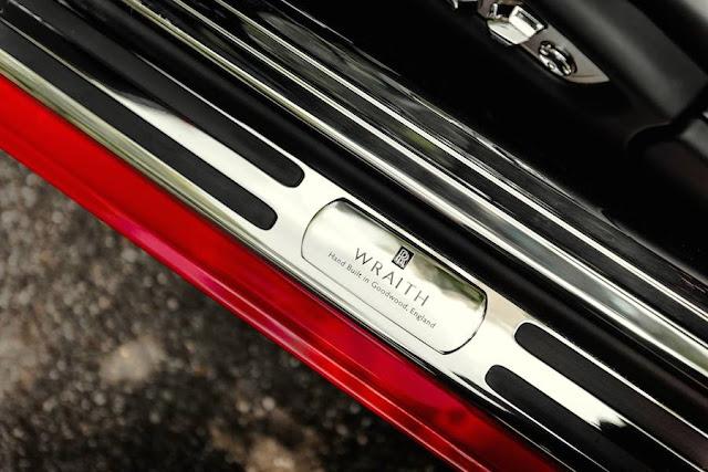 ラッパーが乗っていそうな真っ赤なロールスロイスの特注モデルを公開。