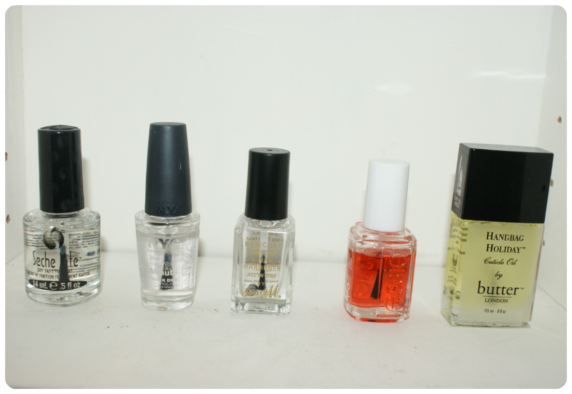 Top Coats and Base Coats I like: Seche Vite, NYC In A New York Minute, Barry M Base Coat Top Coat and Hardener, Essie Apricot Cuticle Oil, Butter London Handbag Holiday Cuticle Oil