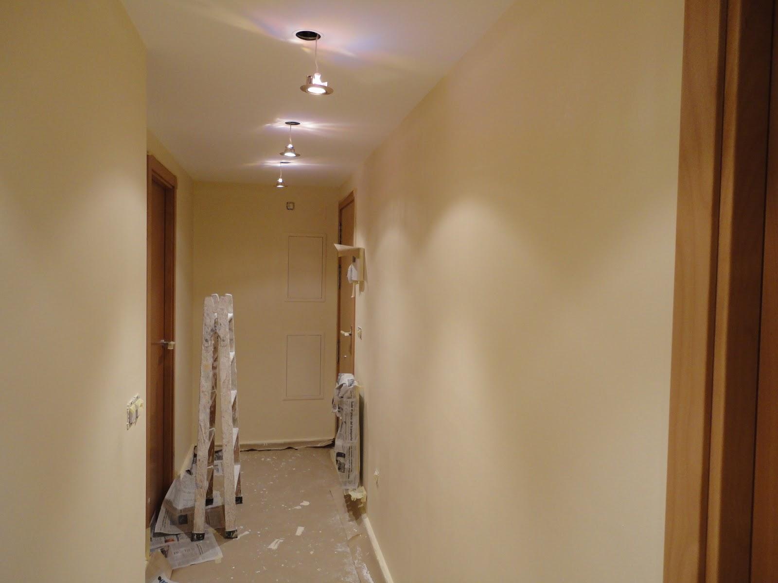Color crema en paredes great de colores marron oscuro - Como colocar alfombras ...