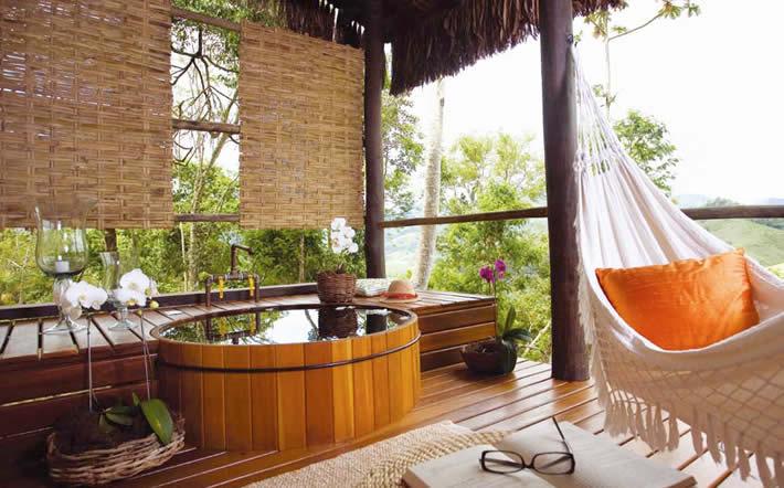 ofuro em jardim pequeno:Outra opção para o local são as tradicionais redes e bambus. Afinal