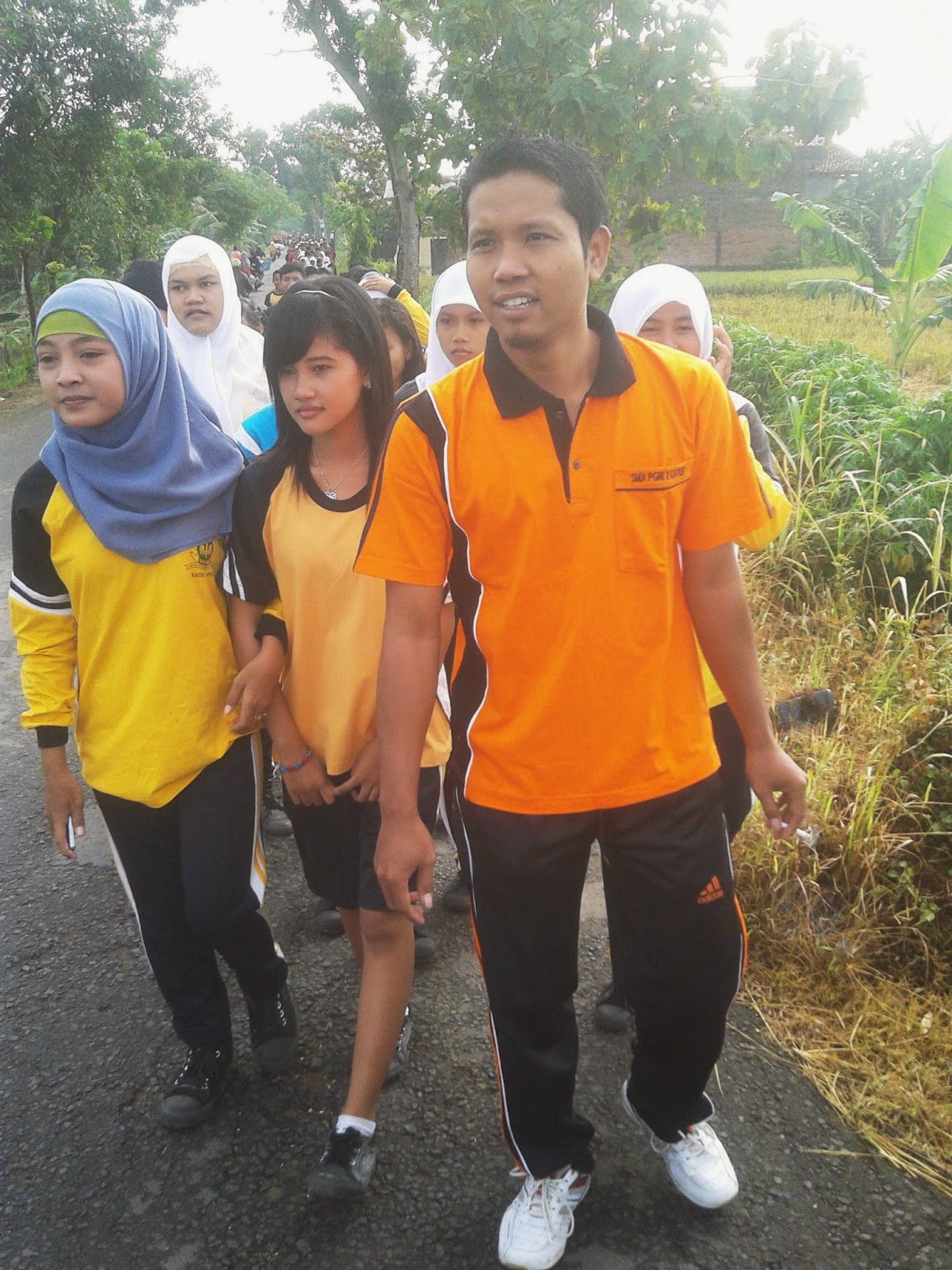 Jalan Santai Bersama Anak-anak SMA PGRI 2 Kayen