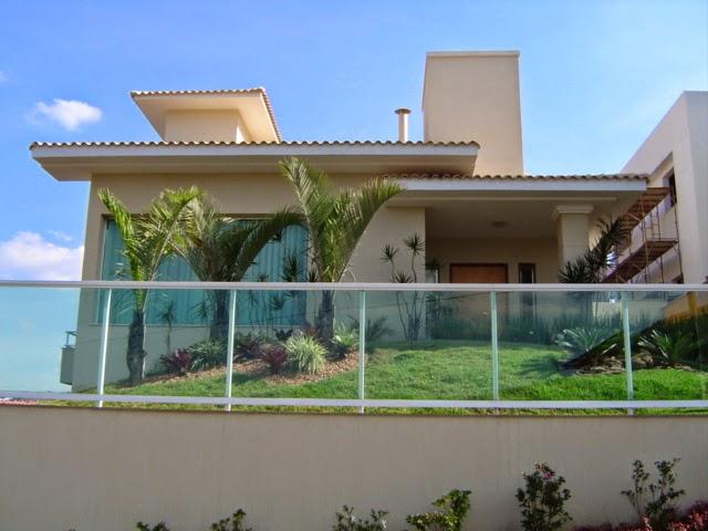 Usimak: Fachada de casas modernas com muros e port?es
