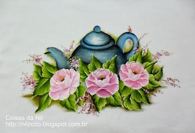 pintura de bule com rosas