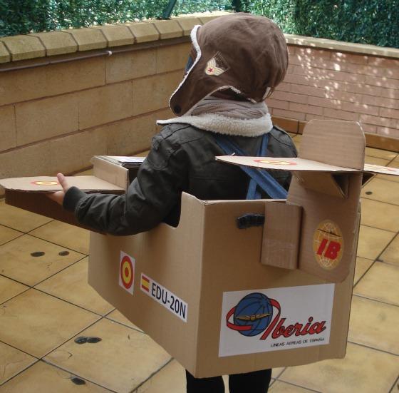 imagen_niño_aviador_disfraz_diy_carton_avion_como_hacer_fiesta_aviones_party_plane