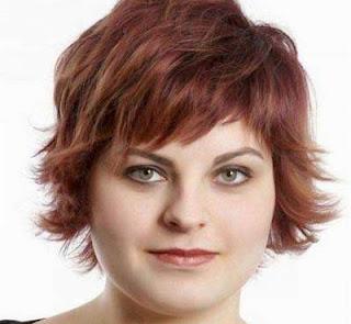 model potongan rambut pendek wanita wajah bulat red layered bob style