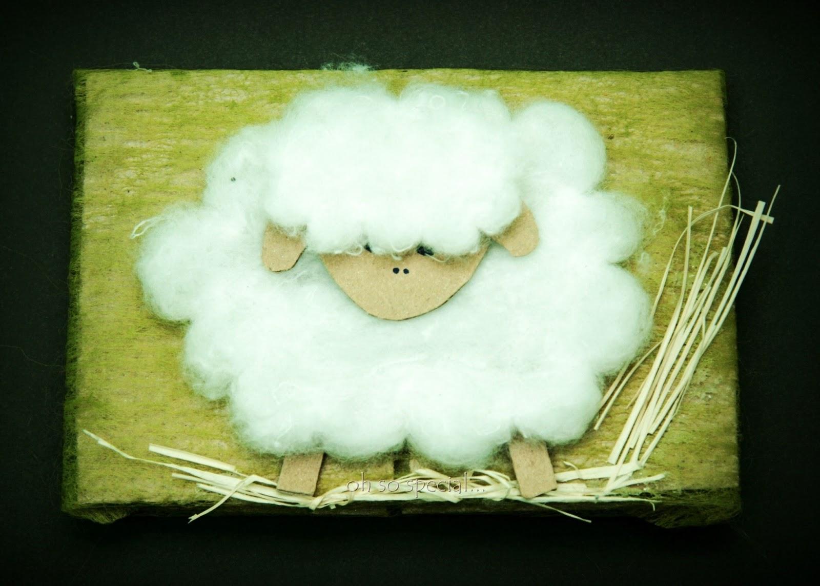 ręcznie robiona kartka świąteczna z owcą