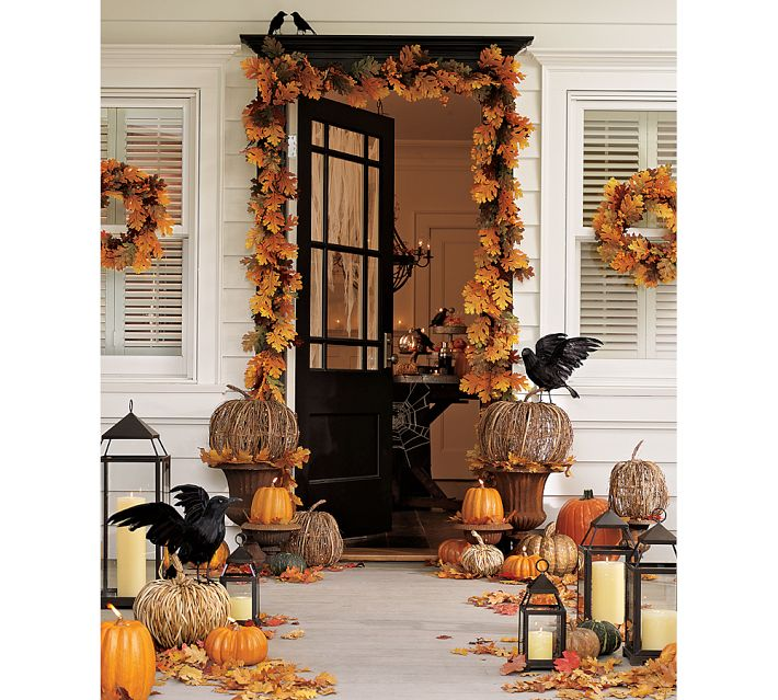 Decorating your outdoor entry for fall driven by decor for Decoration exterieur halloween