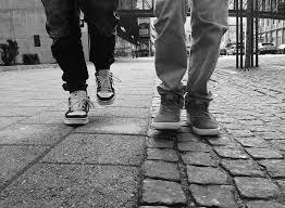 7 Cara Mengenali Seseorang dari Gaya Berjalannya
