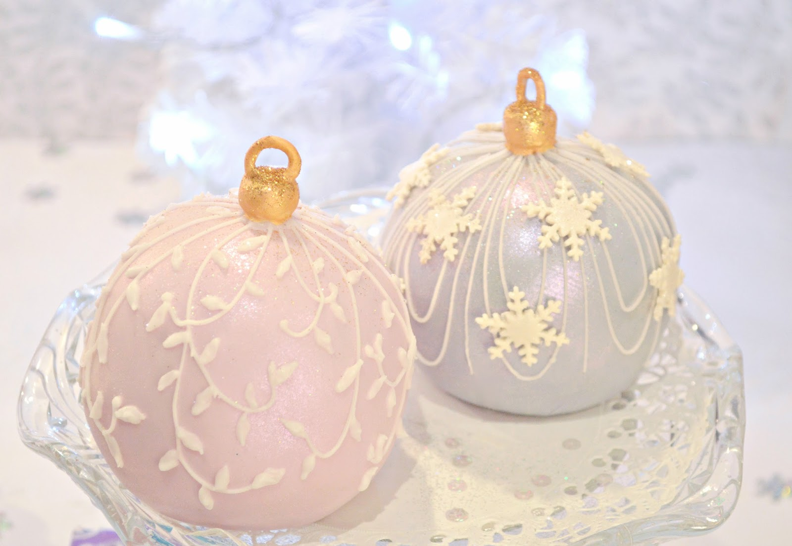 Christmas Bauble Cake Images : Christmassy Bauble Cakes Cherie Kelly
