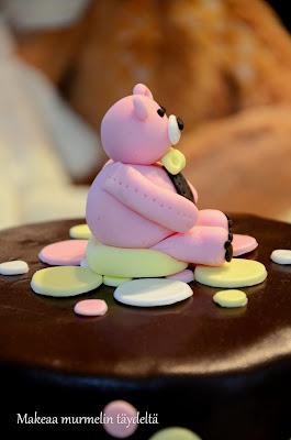 sokerimassanalle polkadot kakku