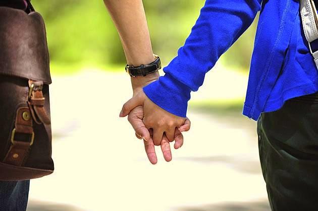 8 razões para se casar com um homem mais jovem