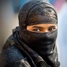 wanita bercadar ; cantik bercadar ; cadar cantik ; hijab terbaru