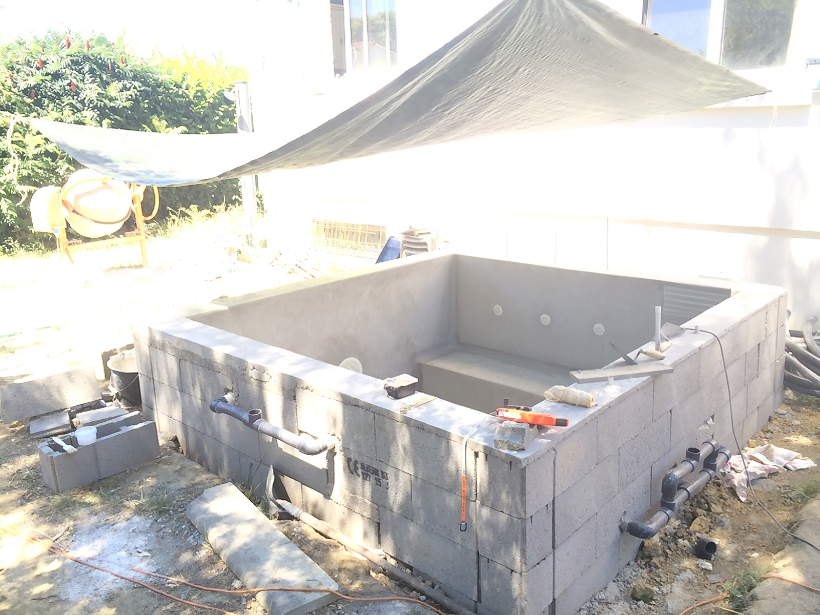 Stratification de ma piscine spa b ton plunge pool for Ab construction piscine