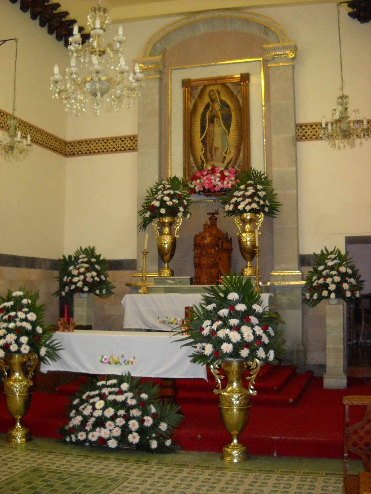 Decoracion Altar Para La Virgen ~ Altar en el santuario de la Virgen de Guadalupe en la parrqouia
